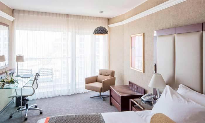 """3 חופשה זוגית הכי קרוב לים - מלון רנסנס ת""""א מרשת Marriott הבינ""""ל"""