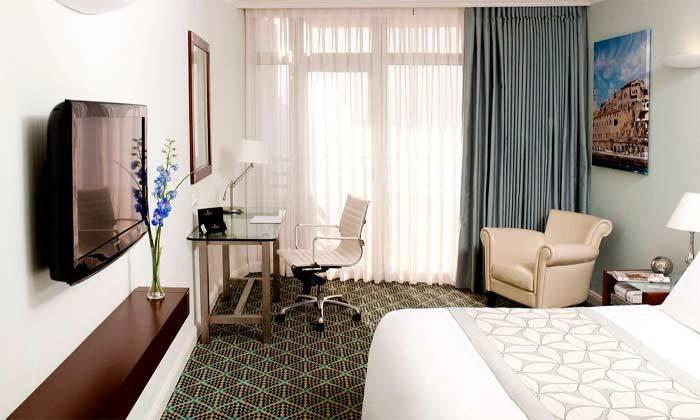 """12 חופשה זוגית הכי קרוב לים - מלון רנסנס ת""""א מרשת Marriott הבינ""""ל"""