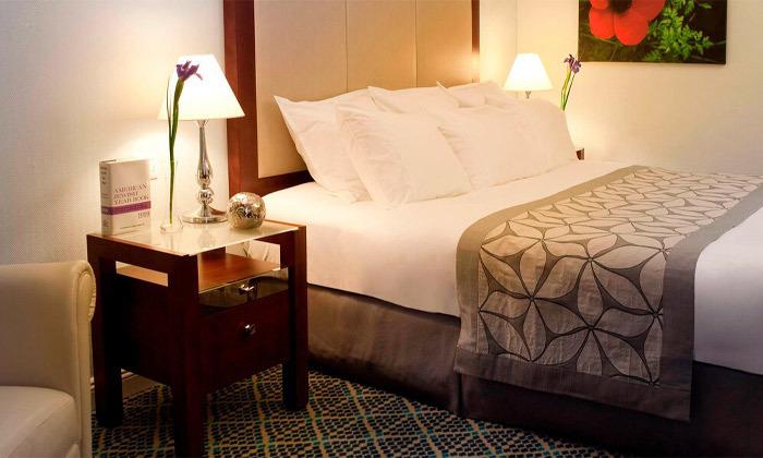 """4 חופשה זוגית הכי קרוב לים - מלון רנסנס ת""""א מרשת Marriott הבינ""""ל"""