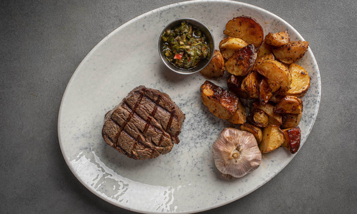 4 רשת רק בשר: ארוחת פרימיום זוגית עם קילו בשרים ויין ללא הגבלה