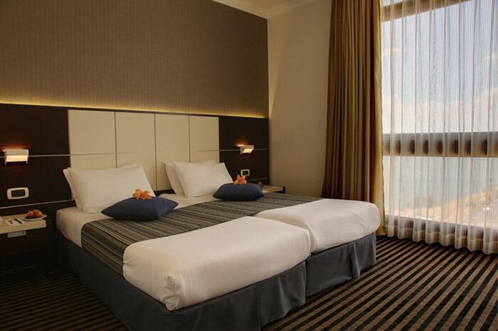 9 אוגוסט במלון גולן, טבריה