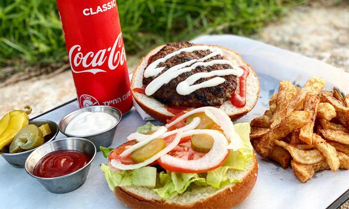4 ארוחת המבורגר כשרה ליחיד או לזוג במסעדת פאפוס בשרים, רחובות