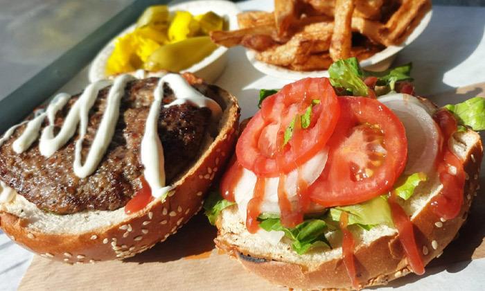 3 ארוחת המבורגר כשרה ליחיד או לזוג במסעדת פאפוס בשרים, רחובות
