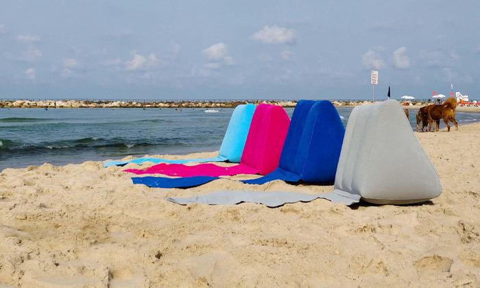 9 מזרן עם כרית מתנפחת לים