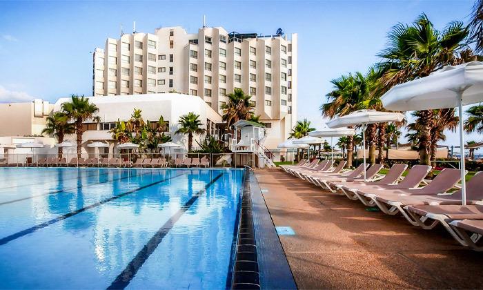 11 חבילת עיסוי וספא במלון חוף התמרים עכו