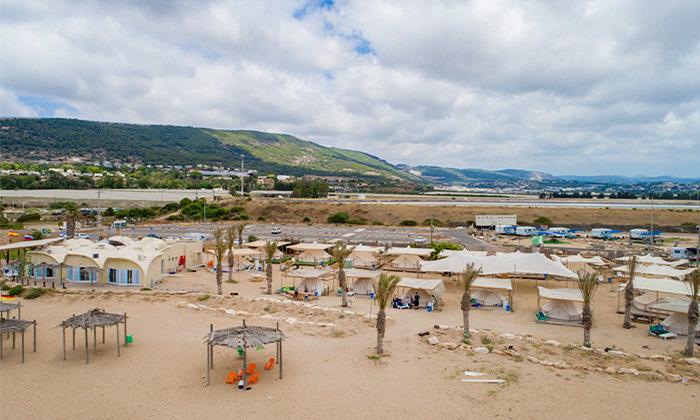 9 קמפינג באוהל משפחתי ממוזג עם ארוחת בוקר - מתחם הקראוונים חוף בצת