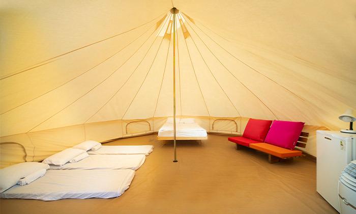 4 קמפינג באוהל משפחתי ממוזג עם ארוחת בוקר - מתחם הקראוונים חוף בצת
