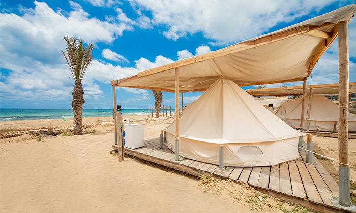 2 קמפינג באוהל משפחתי ממוזג עם ארוחת בוקר - מתחם הקראוונים חוף בצת