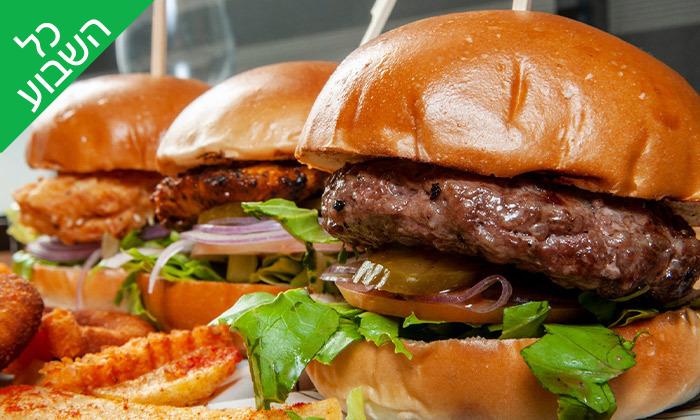 2 ארוחה זוגית במסעדת הקצב burger, צומת עדי