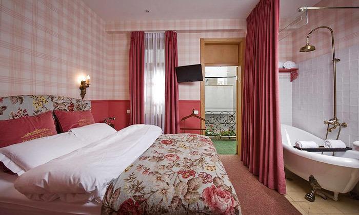 """3 מלון אליוט שוק הכרמל - חופשה זוגית תל אביבית עם עיסוי, כולל סופ""""ש"""