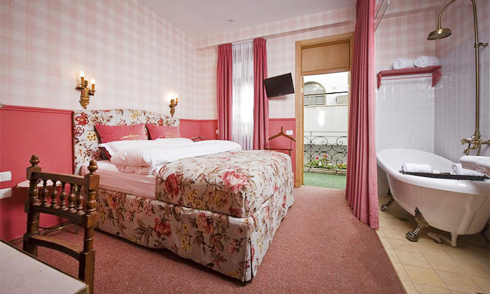 """14 מלון אליוט שוק הכרמל - חופשה זוגית תל אביבית עם עיסוי, כולל סופ""""ש"""