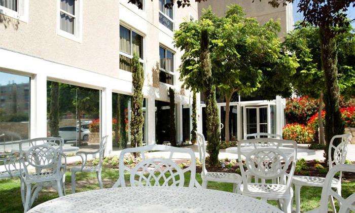 6 חופשה במלון ישרוטל פונדק רמון