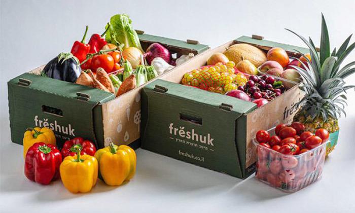 """2 מהחקלאי עד הבית: מארז 18 ק""""ג פירות וירקות טריים מ-Freshuk במשלוח למגוון מיקומים"""