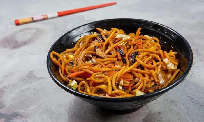 8 ארוחה משפחתית ב-T.A או משלוח ממסעדת NUCHI, כיכר המדינה