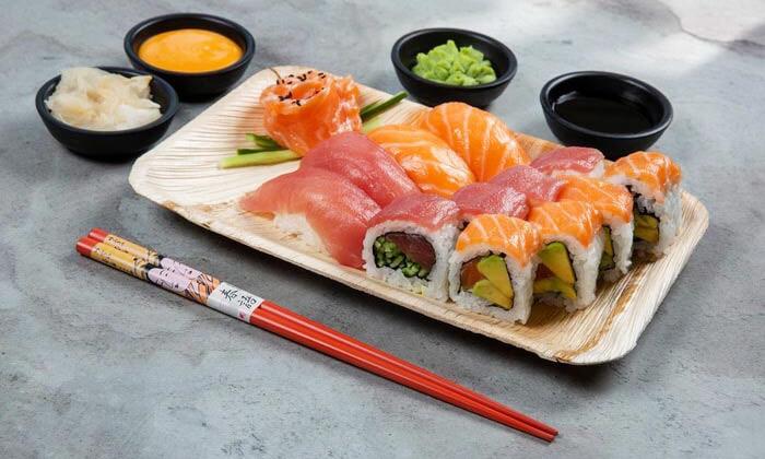 10 ארוחה משפחתית ב-T.A או משלוח ממסעדת NUCHI, כיכר המדינה