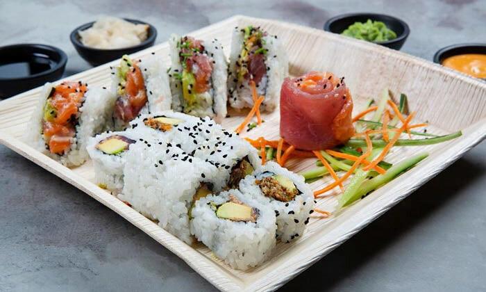 11 ארוחה משפחתית ב-T.A או משלוח ממסעדת NUCHI, כיכר המדינה