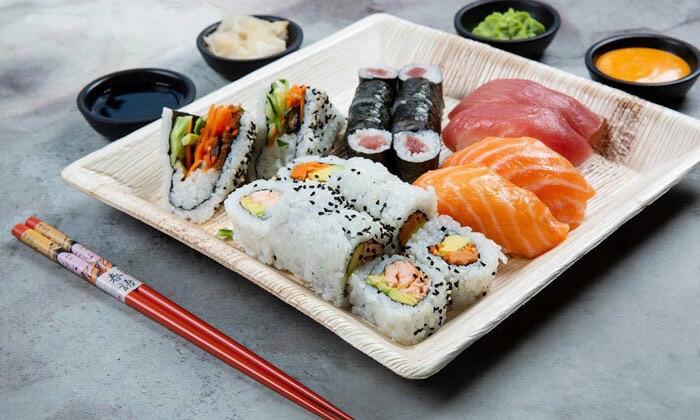 12 ארוחה משפחתית ב-T.A או משלוח ממסעדת NUCHI, כיכר המדינה