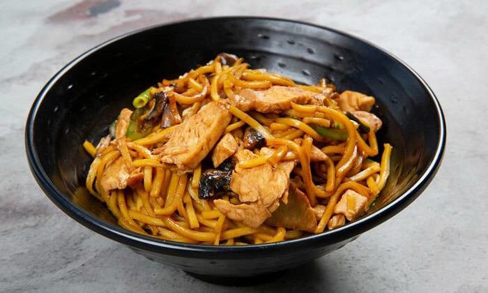 9 ארוחה משפחתית ב-T.A או משלוח ממסעדת NUCHI, כיכר המדינה