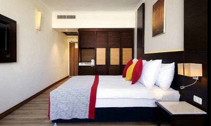 2 חופשה קולינרית במלון קיסר פרמייר אילת, כולל שייט והפתעות
