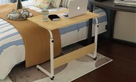 שולחן מחשב על גלגלים