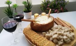 ארוחת פונדו גבינות לזוג