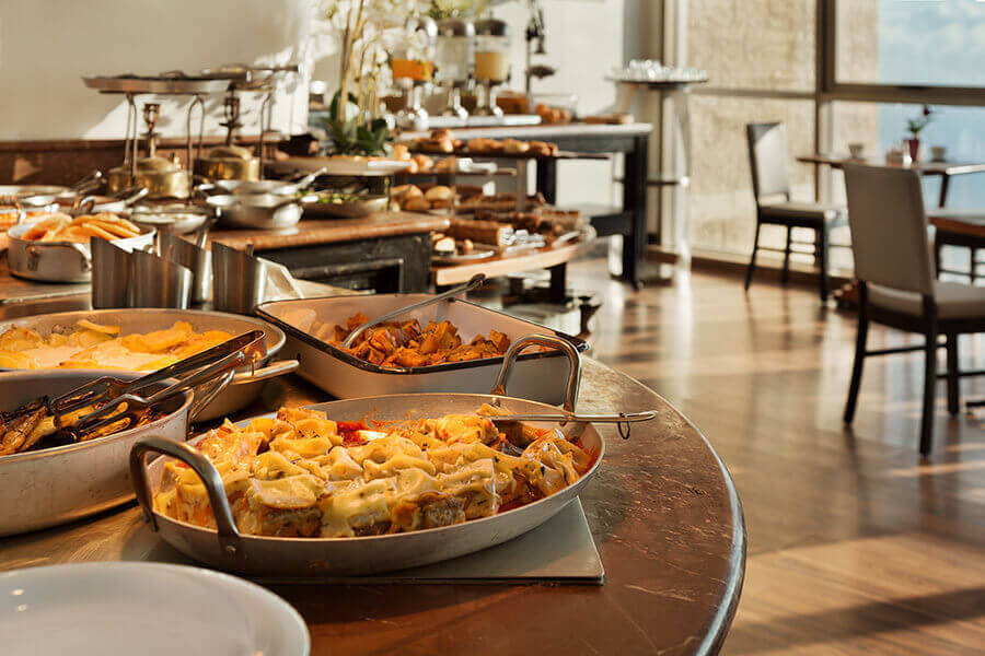 2 ארוחת בוקר בופה במלון קראון פלזה