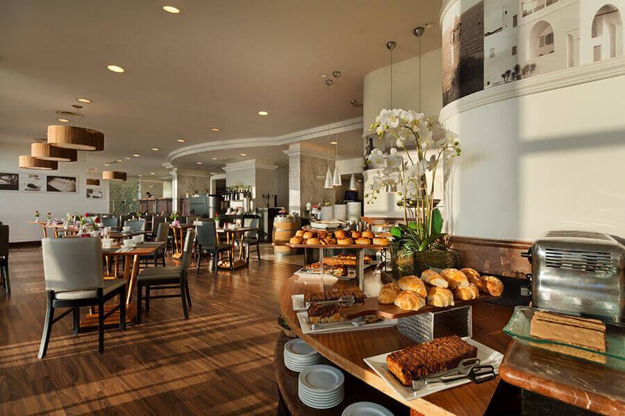 6 ארוחת בוקר בופה במלון קראון פלזה