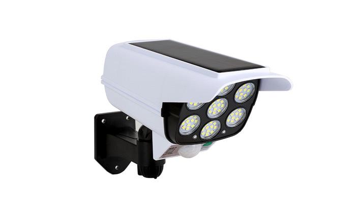 4 פרוג'קטור סולארי X-CAM עם 72 נורות LED המשמש כמצלמה MINIMAXX