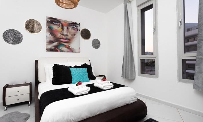 8 נופש בפנטהאוז יוקרתי באילת: 2 לילות, 7 חדרים, בריכה מחוממת ונוף לים