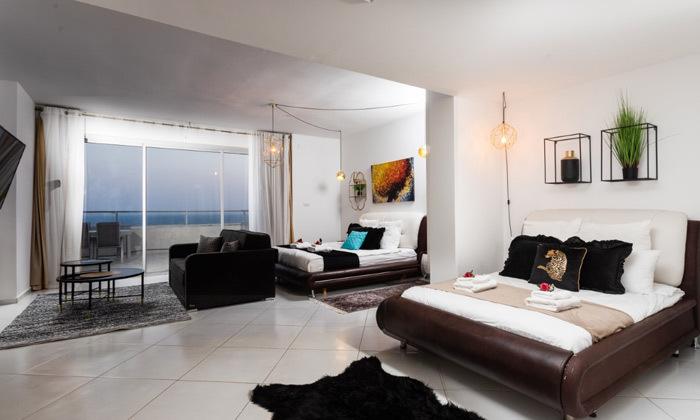 9 נופש בפנטהאוז יוקרתי באילת: 2 לילות, 7 חדרים, בריכה מחוממת ונוף לים
