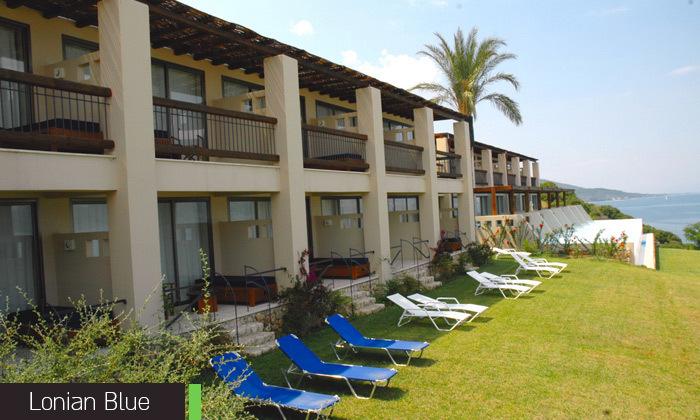13 חופשת קיץ באי היווני לפקדה, 7 לילות במלון 5 כוכבים עם בריכה