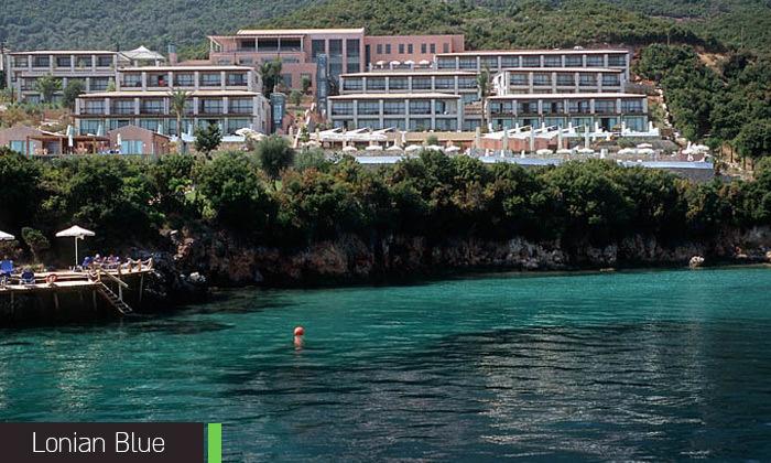 15 החופשה היוונית שלי: 7 לילות בלפקדה, מלון 5 כוכבים עם בריכה