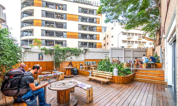 5 אירוח לזוג או משפחה באברהם הוסטל - תל אביב, גם בחגים ומועדים