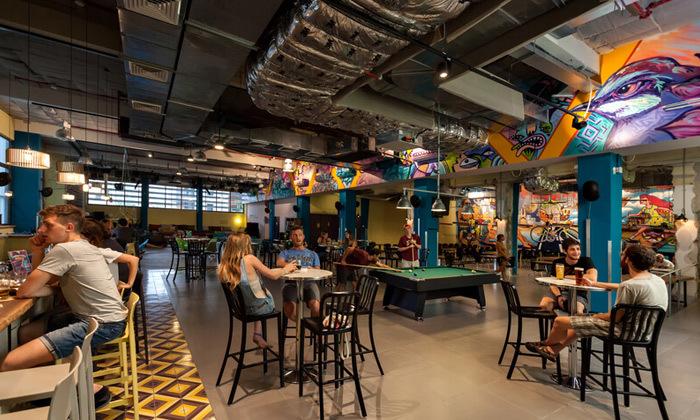 6 אירוח לזוג או משפחה באברהם הוסטל - תל אביב, גם בחגים ומועדים