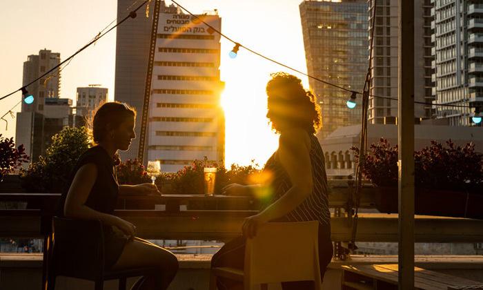 11 אירוח לזוג או משפחה באברהם הוסטל - תל אביב, גם בחגים ומועדים