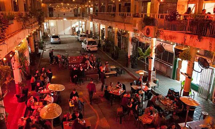 12 אירוח לזוג או משפחה באברהם הוסטל - תל אביב, גם בחגים ומועדים