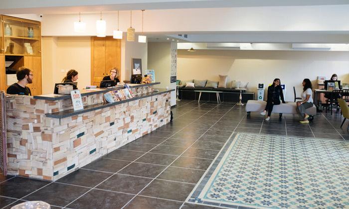 14 אירוח לזוג או משפחה באברהם הוסטל - תל אביב, גם בחגים ומועדים