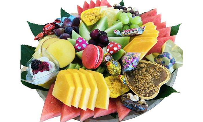 6 מגשי פירות וסושי מתוק באיסוף מבייקפרי ראש העין, משלוח בתשלום