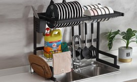 מתקן ייבוש כלים מעל הכיור