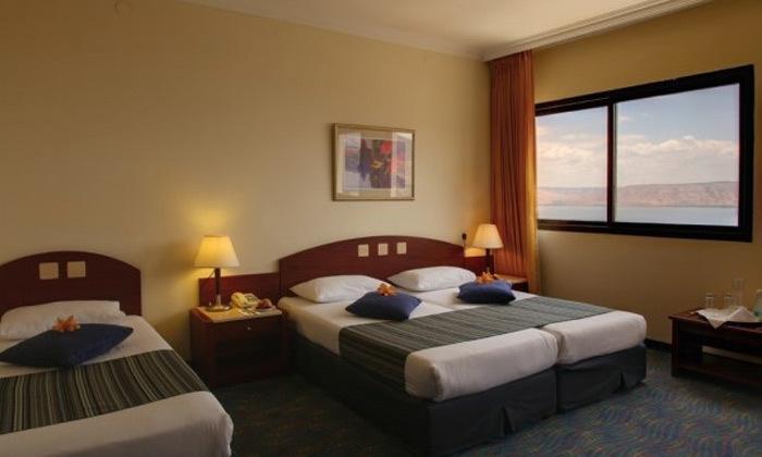 3 חופשה זוגית במלון גולן טבריה מול נופי הכנרת
