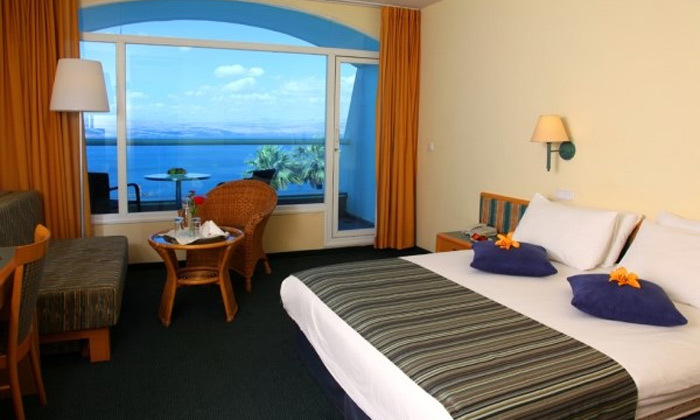 6 חופשה זוגית במלון גולן טבריה מול נופי הכנרת