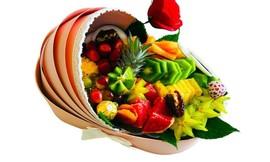 מגשי פירות וסושי מתוק ליולדת