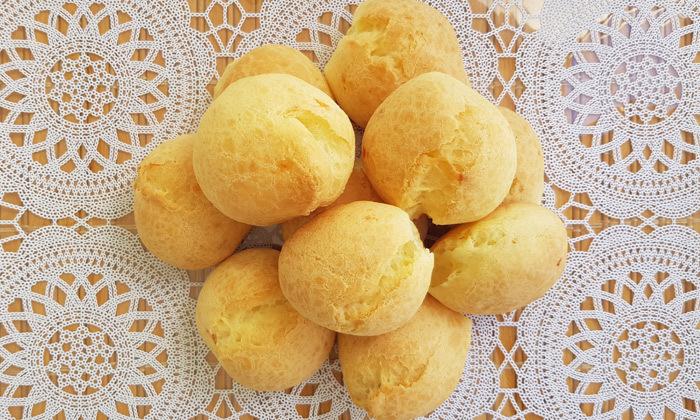 5 לחמניות פאו דה קייג'ו מאכל מסורתי ברזילאי, ללא גלוטן