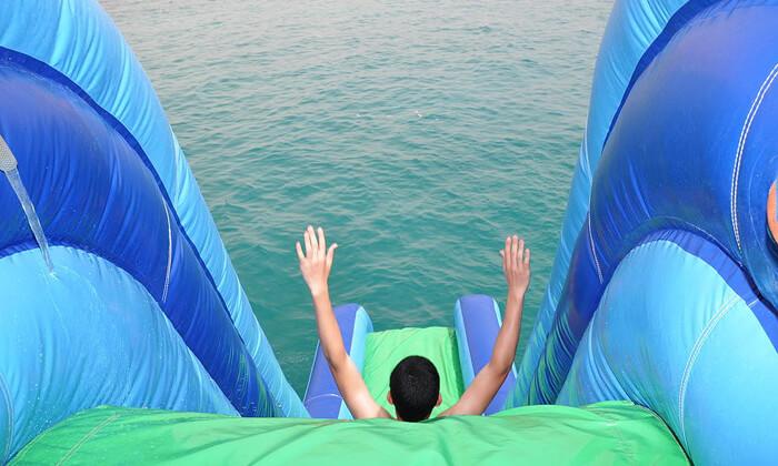 4 שייט בספינה באילת - כולל עצירה לשחייה, מתקני מים ומתנפחים