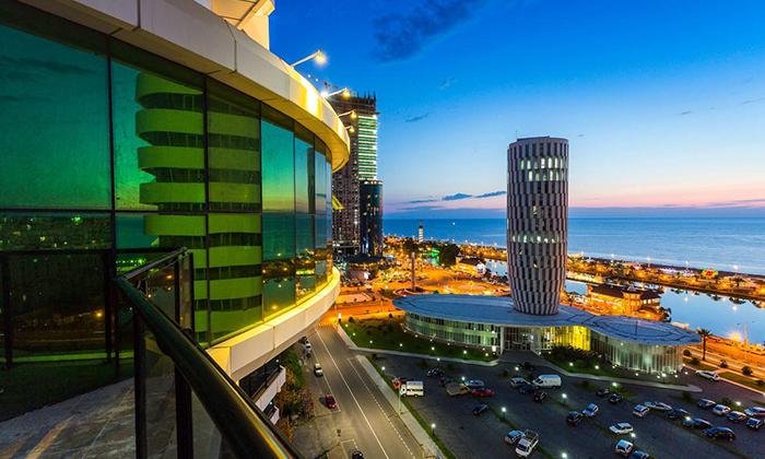 3 חופשה בבטומי: טיסות ישירות ו-3/4 לילות במלון 5 כוכבים מול הים