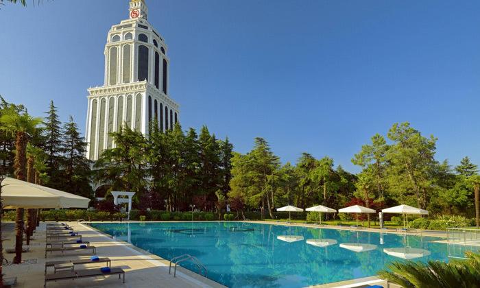13 חופש בבטומי: טיסות ישירות ו-3/4 לילות במלון 5 כוכבים בציון מעולה
