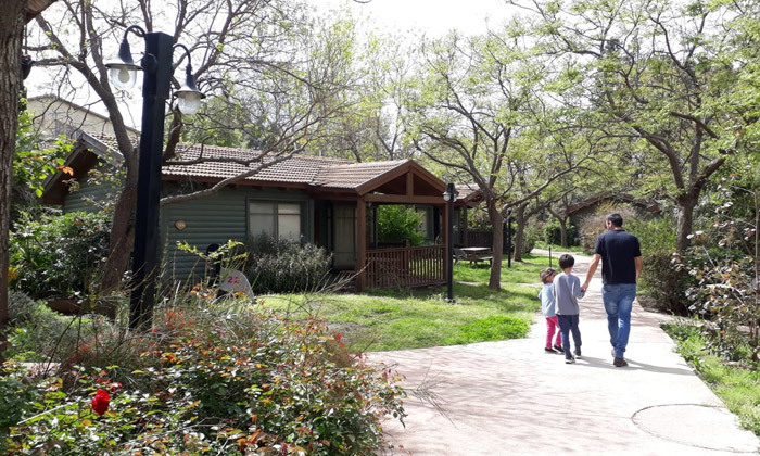 6 כפר הנופש נופי גונן בגליל: חופשה בבקתת עץ עם ג'קוזי וארוחת בוקר