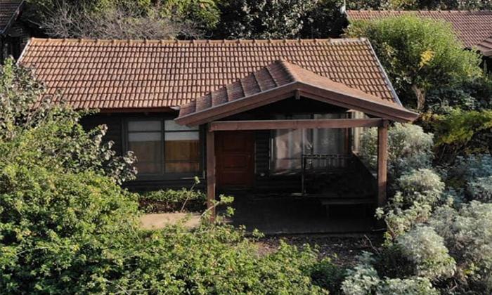 3 כפר הנופש נופי גונן בגליל: חופשה בבקתת עץ עם ג'קוזי וארוחת בוקר