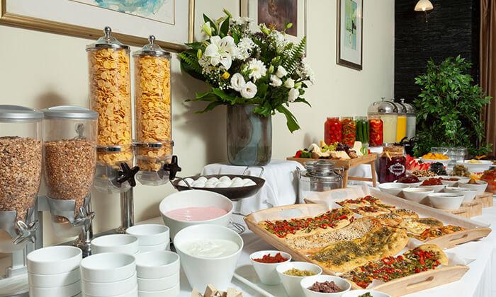 4 ארוחת בוקר בופה במלון שני, ירושלים