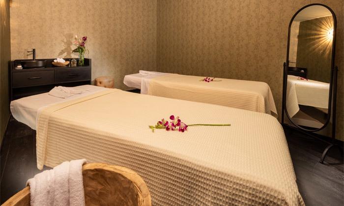 2 חבילת עיסוי זוגית עם קאווה בבית המלון בכר, רוטשילד ת''א